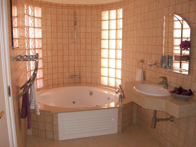 Penthouse Paraiso Mogan  - Luxury 2 bedroomed  -  fabulous views - Guest Bathroom/Jacuzzi