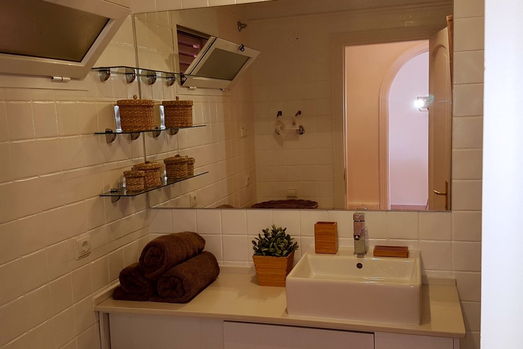 Paraiso 1 - 1 Bed Apartment - Calle La Puntilla - Bathroom