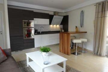 Vista Parq 6 -  1 Bed Apartment - Close to Beach - Lounge/Kitchen/ Island unit